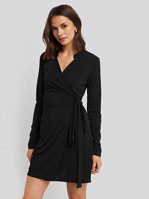 Trendyol Wrap Around Mini Dress svart