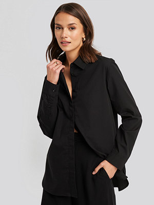 NA-KD Classic Oversized Concealed Button Shirt svart