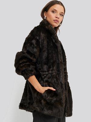 NA-KD Trend Drawstring Faux Fur Jacket brun