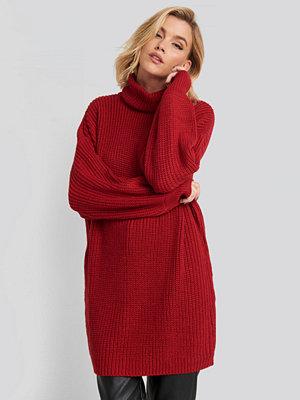 NA-KD Oversized High Neck Long Knitted sweater röd