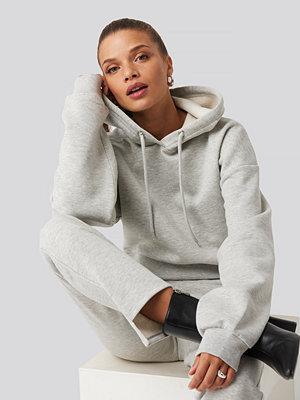 Donnaromina x NA-KD Cropped Basic Hoodie grå