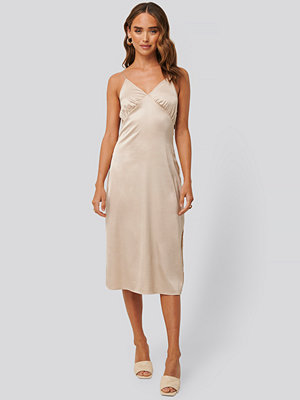 NA-KD Party Slip Satin Slit Dress beige