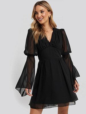 Trendyol Corsage Detailed Mini Dress svart