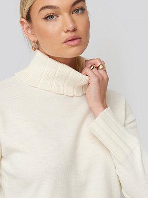 NA-KD Slouchy Turtle Neck Sweater vit