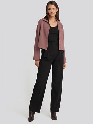 NA-KD Classic svarta byxor High Waist Darted Pants svart