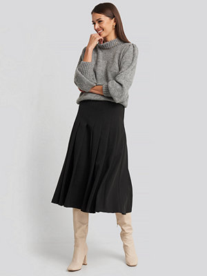 NA-KD Classic Tailored Pleated Midi Skirt svart