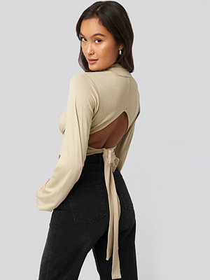 NA-KD Party Tie Back Turtle Neck Top beige