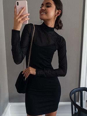 NA-KD Party Assymetric Spaghetti Strap Dress svart