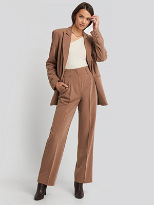 NA-KD Classic beige byxor High Waist Darted Pants brun