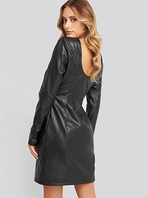 NA-KD Party Soft Mini LS PU Dress svart