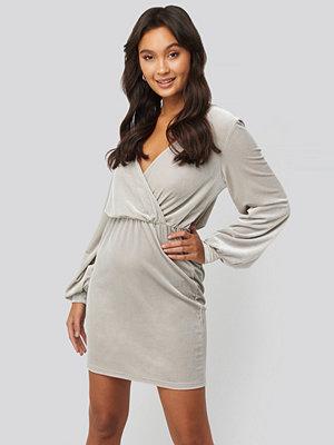 NA-KD Party Velvet Overlap Mini Dress silver
