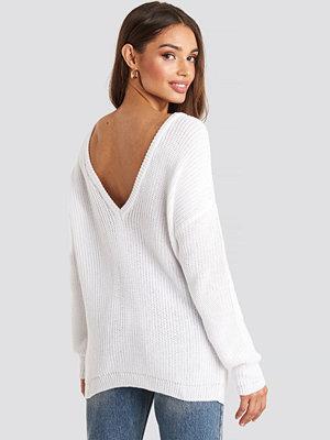 NA-KD Knitted Deep V-neck Sweater vit