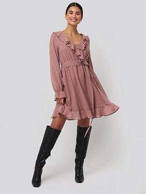 NA-KD Boho Flounce Chiffon Mini Dress rosa