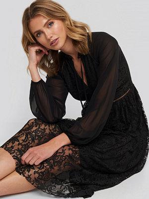 Trendyol Lace Detailed Maxi Dress svart