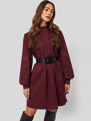 NA-KD Trend Ruffle Detail Short Dress röd