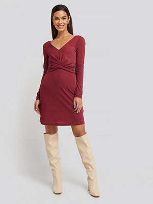NA-KD Party Glittery V-neck Dress röd