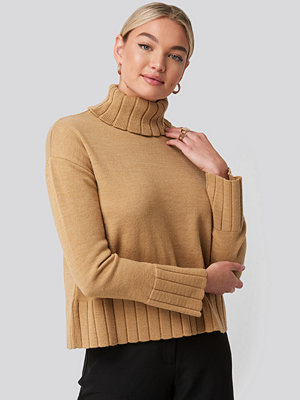 NA-KD Slouchy Turtle Neck Sweater beige