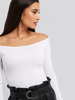 NA-KD Party Off Shoulder Long Sleeved Top vit