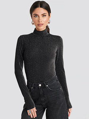 NA-KD Party Glittery Polo Top svart