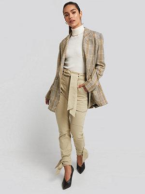 NA-KD omönstrade byxor Ankle Tie Cargo Slim Fit Pants beige