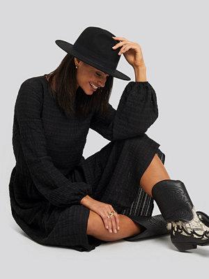 NA-KD Boho Flowy Structured Maxi Dress svart