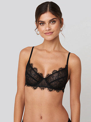 BH - NA-KD Lingerie Scalloped Lace Wide Cup Bra svart