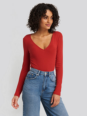 NA-KD Basic Deep V-neck Ribbed Body röd
