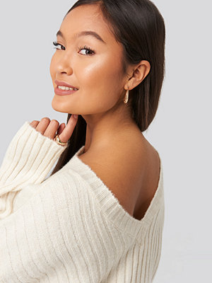 Statement by NA-KD Influencers Camilla Frederikke Open Back Knitted Sweater vit
