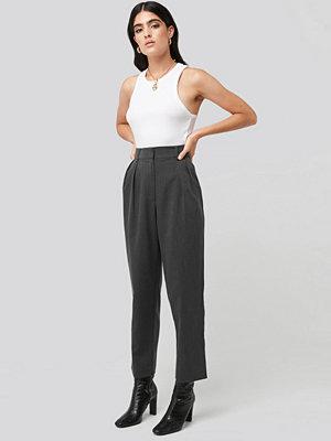 NA-KD Classic mörkgrå byxor Oversized Suit Pants grå