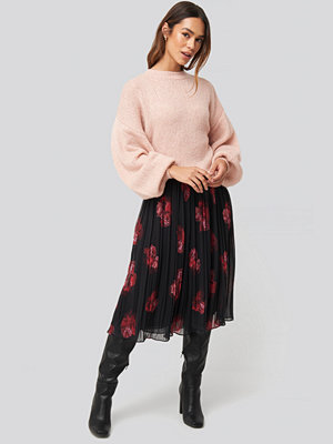 NA-KD Trend Pleated Sheer Midi Skirt svart röd