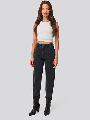 Donnaromina x NA-KD Highwaisted Folded Hem Jeans svart