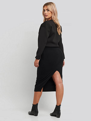 NA-KD High Waist Sharp Cut Midi Skirt svart