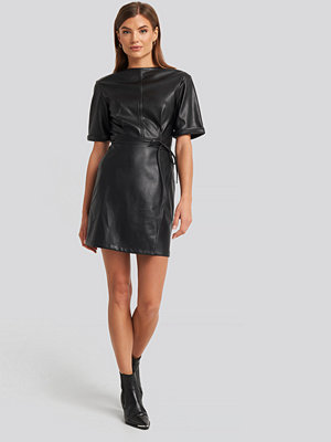 NA-KD Party Soft PU Mini Dress svart