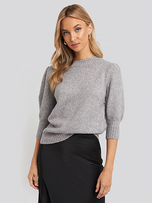 Tröjor - NA-KD Trend Short Puff Sleeve Knitted Sweater grå