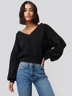 Tröjor - NA-KD Puff Sleeve V-neck Sweatshirt svart