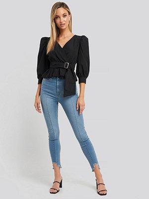 Jeans - NA-KD Super High Waist Asymmetrical Hem Jeans blå