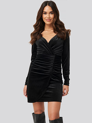 Trendyol Velvet Drape Detailed Mini Dress svart