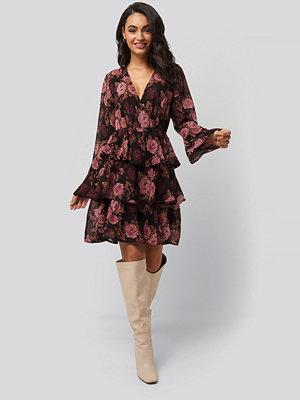 NA-KD Boho Triple Layer LS Flounce Dress brun rosa multicolor