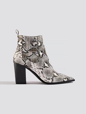 NA-KD Shoes Snake Pointy Western Boots vit