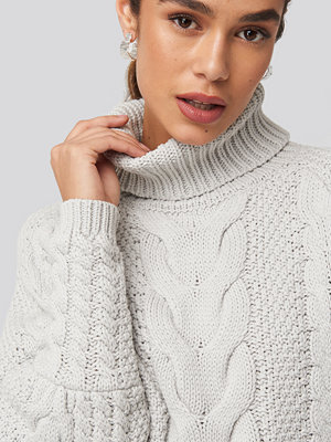 Tröjor - NA-KD Trend High Neck Cable Knitted Ribbed Sleeve Sweater grå