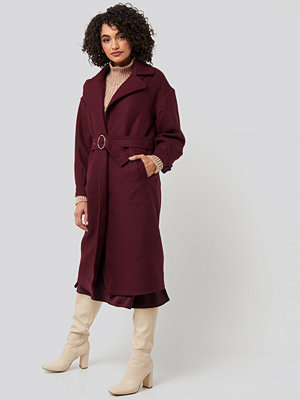 Trendyol Ring Buckle Belt Detailed Long Coat röd