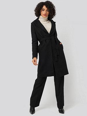 Trendyol Belt Woolen Coat svart