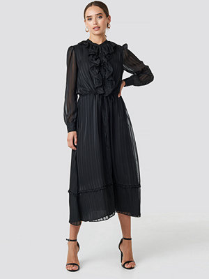 NA-KD Trend Printed Frill Detailed Ankle Dress svart