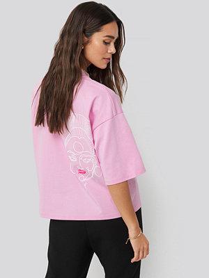 T-shirts - Danny Saucedo x NA-KD Dropped Shoulder Boxy Tee rosa