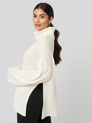 Tröjor - Dilara x NA-KD Side Slit Oversized Knitted Sweater vit