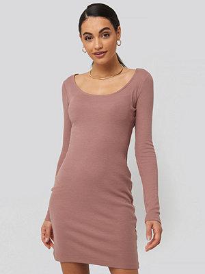 NA-KD Basic Deep Round Neck Ribbed Dress rosa