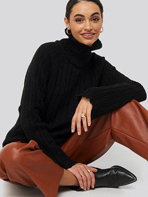 Tröjor - Trendyol Ribbed High Neck Knitted Sweater svart