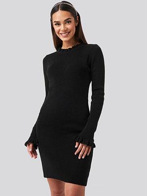 Trendyol Sleeve And Collar Flywheel Mini Dress svart