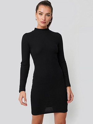 Trendyol Sheer Neck Knitted Mini Dress svart