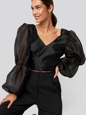 NA-KD Party Organza Puff Sleeve Crop Top svart